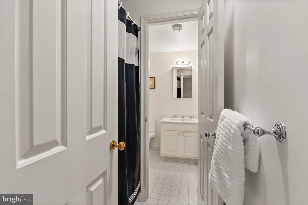 Bedroom 7, en suite/hall bath - 2208 KALORAMA RD NW, WASHINGTON