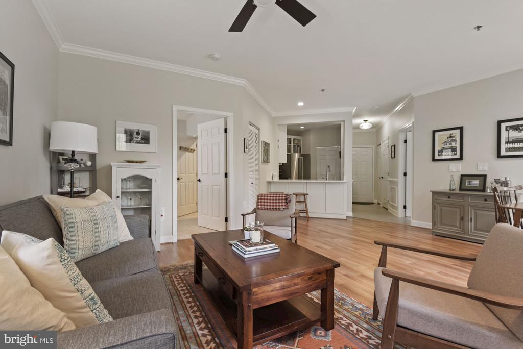 Flowing floor plan - 2310 14TH ST N #206, ARLINGTON