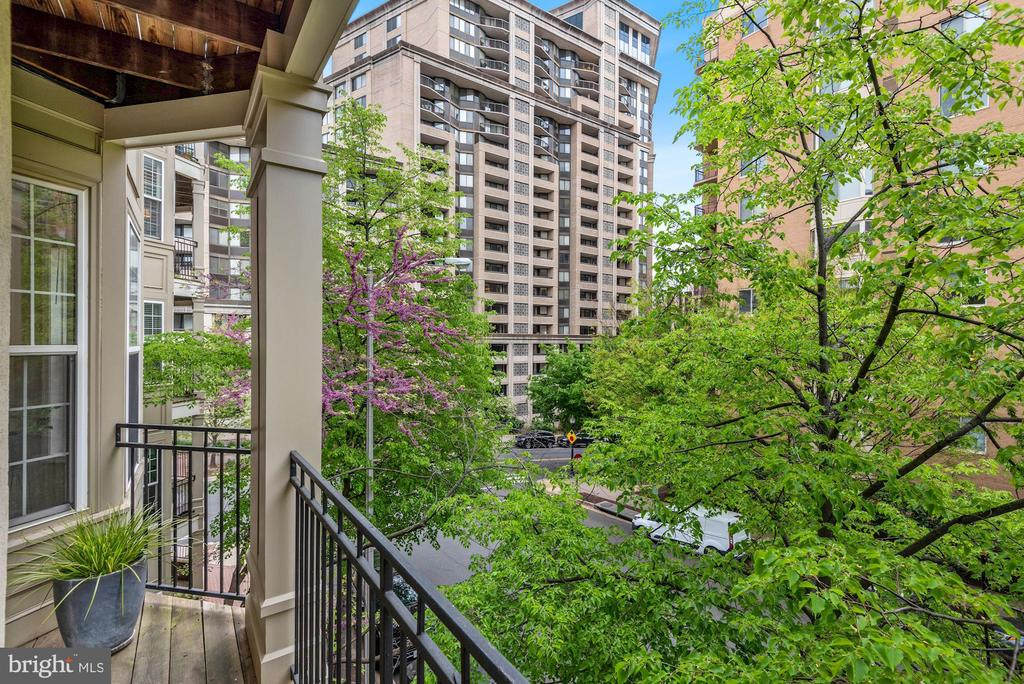 Private patio - 2310 14TH ST N #206, ARLINGTON