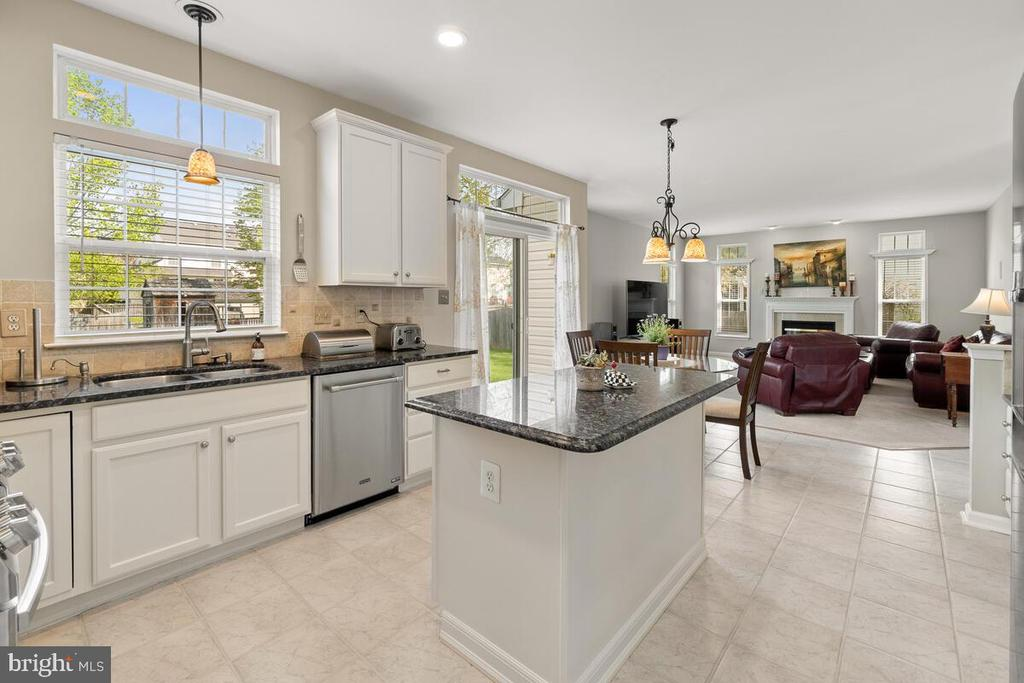 Kitchen with stainless steel appliances - 2104 BEAR CREEK CT, FREDERICK