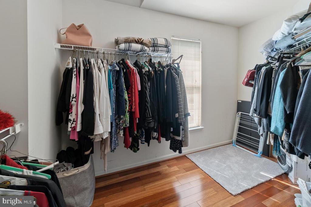 Large walk-in closet in master bedroom - 2104 BEAR CREEK CT, FREDERICK