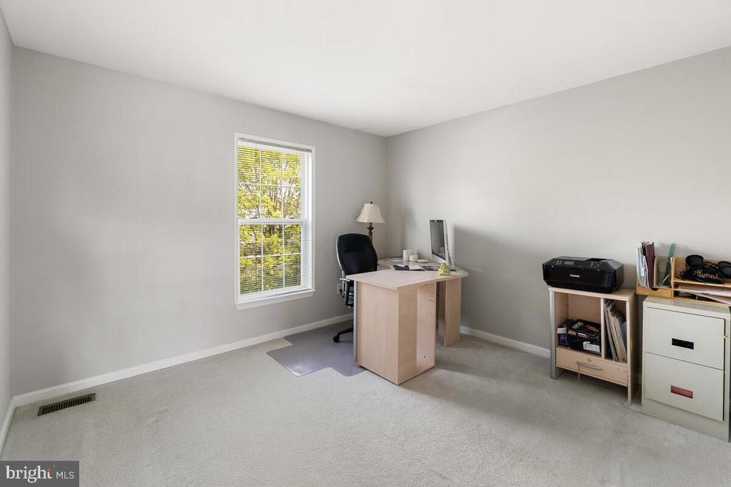 Office or bedroom - 2104 BEAR CREEK CT, FREDERICK