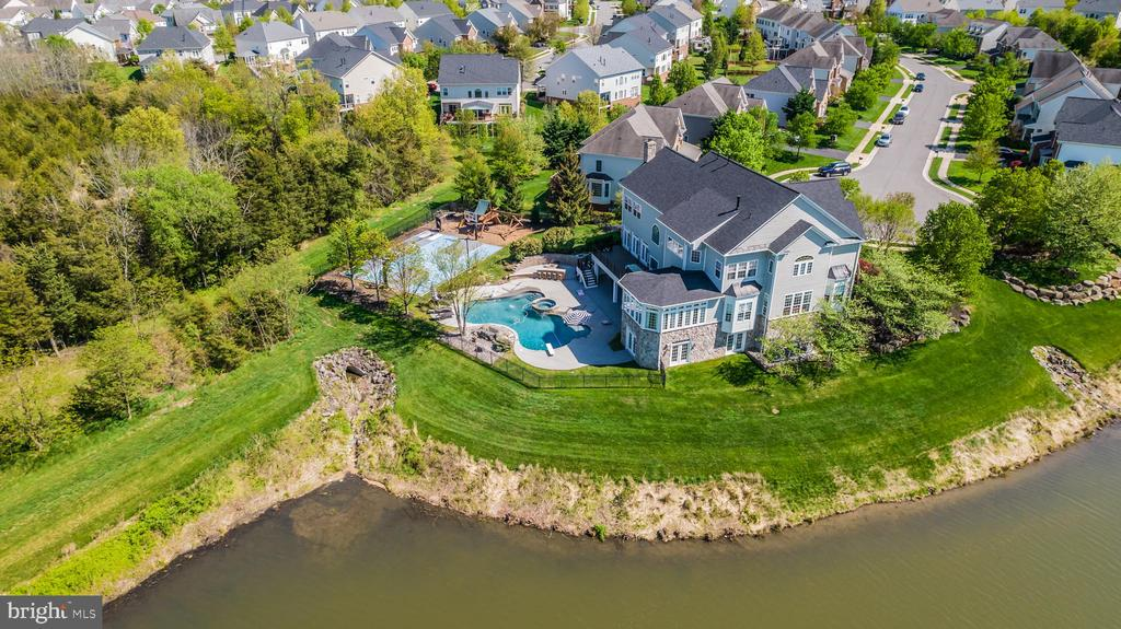DELUXE SPORT COURT!! - 23068 CHARMAY POND PL, BRAMBLETON