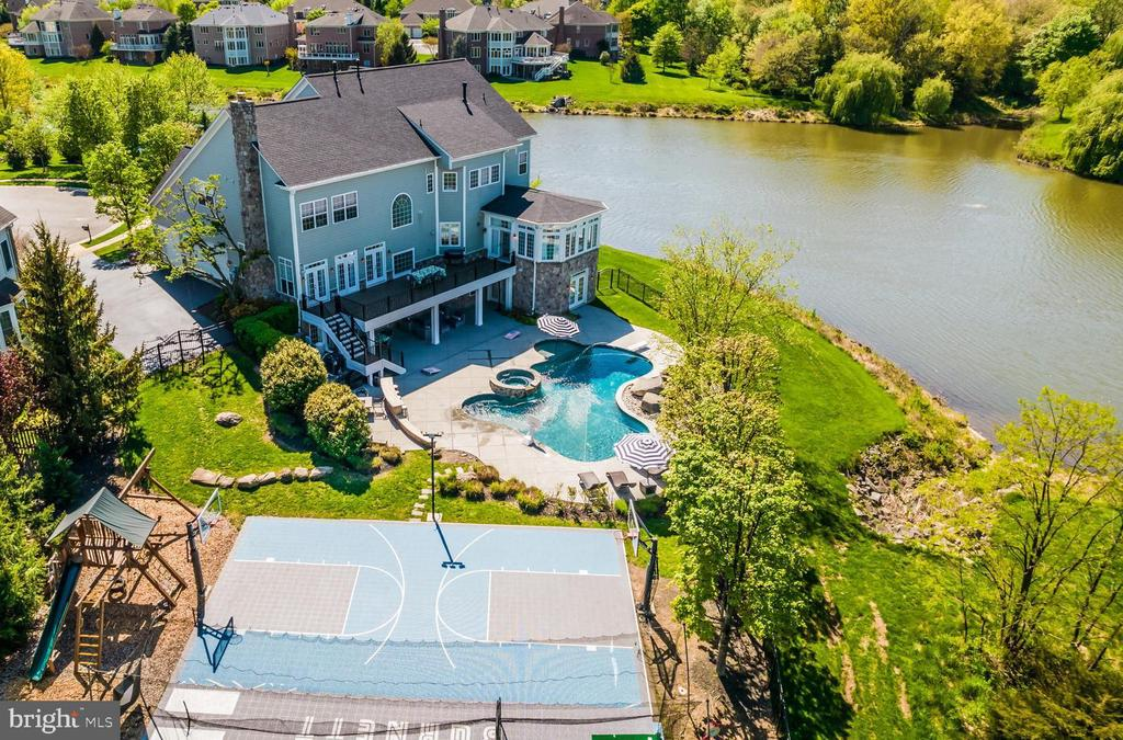 YOUR OWN PRIVATE AMENITIES AWAIT!! - 23068 CHARMAY POND PL, BRAMBLETON