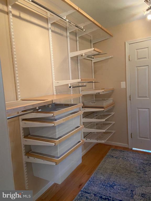 Enormous walk in closet with closet organizers - 1829 WAINWRIGHT DR, RESTON