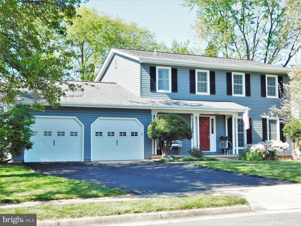 4BR/2.5BA, 3-level colonial - loaded with upgrades - 12520 BROWNS FERRY RD, HERNDON