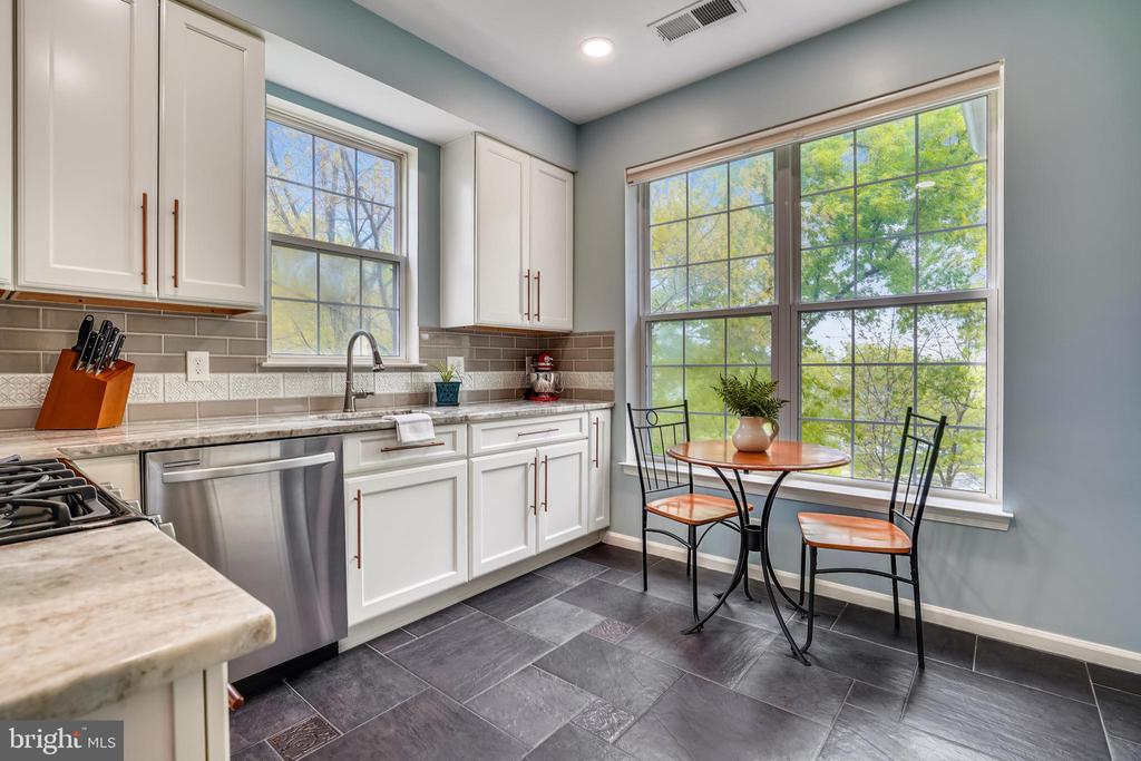 New recessed lights and updated electrical outlets - 20933 CEDARPOST SQ #302, ASHBURN