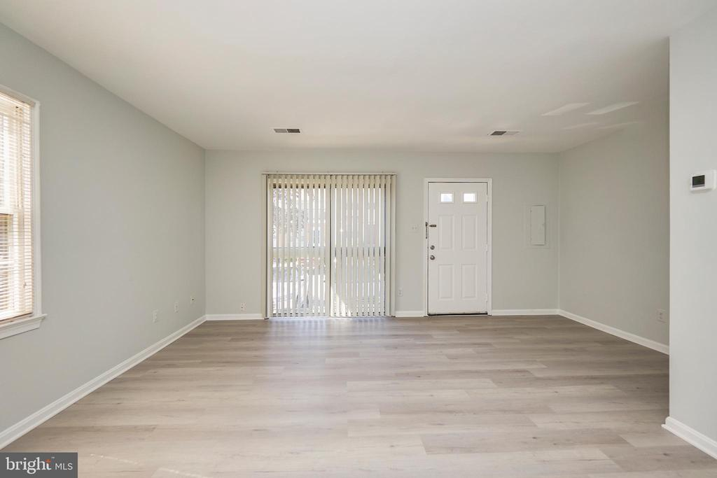 Loads of natural light in this updated end unit TH - 104-B N BEDFORD ST, ARLINGTON