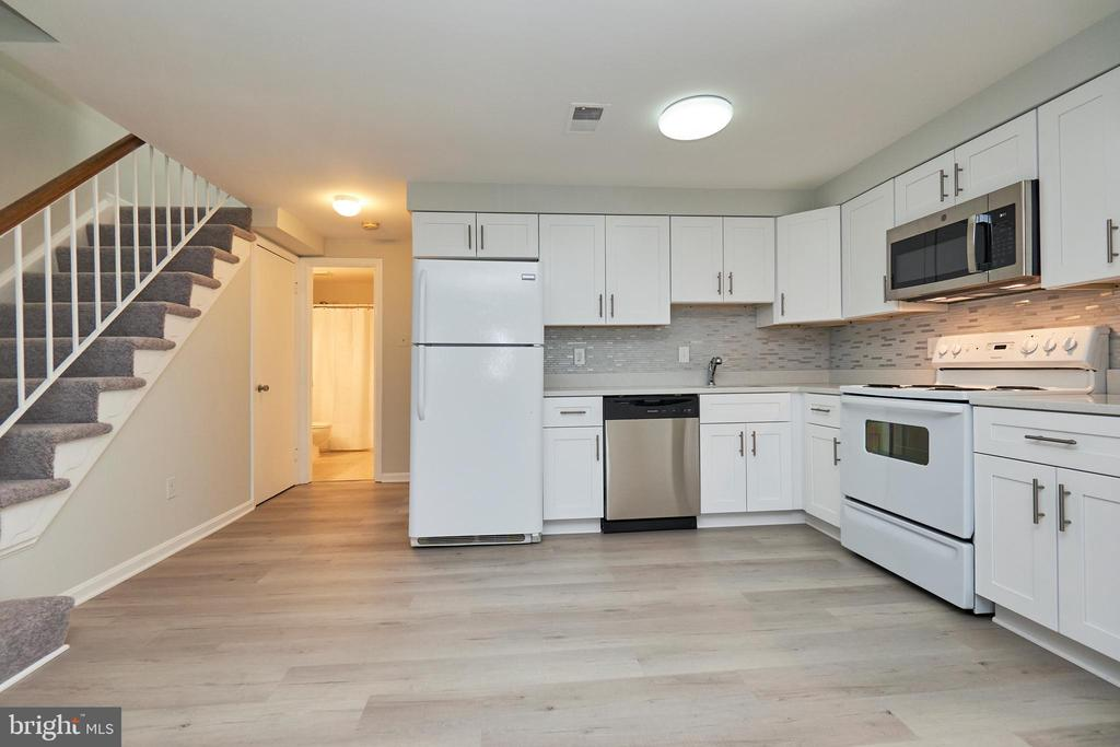 Contemporary white kitchen - 104-B N BEDFORD ST, ARLINGTON