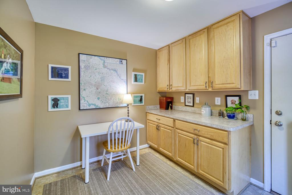 Dog room or office, access to yard - 2645 BLACK FIR CT, RESTON