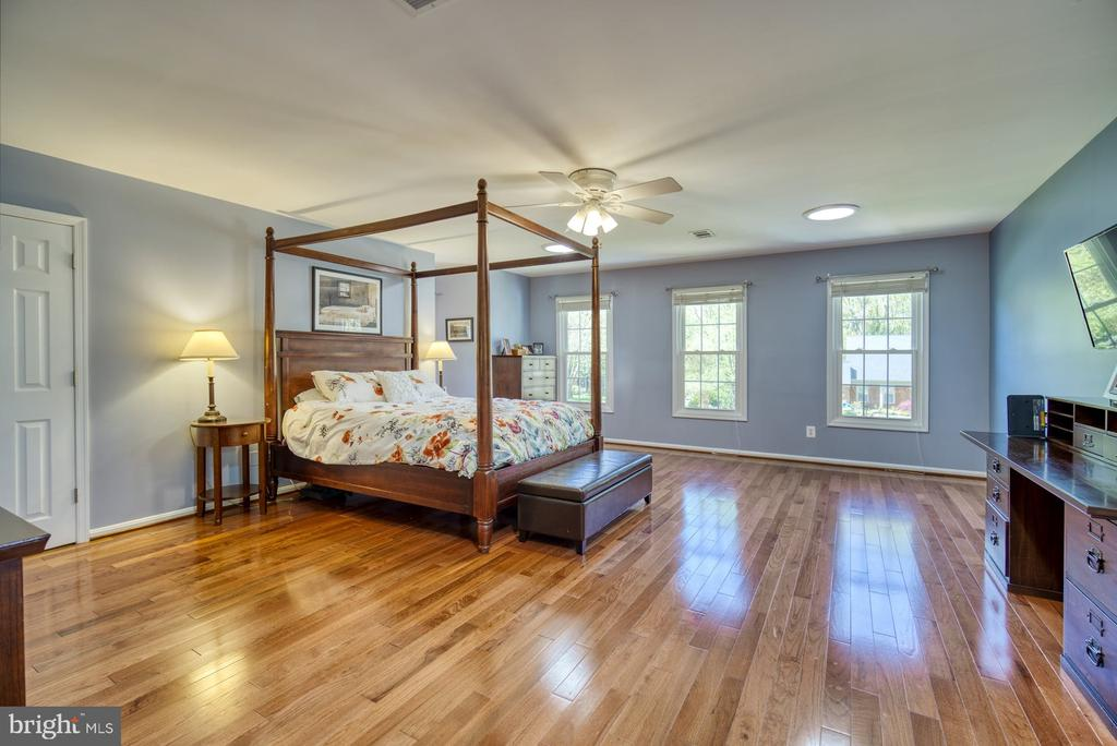 Primary Suite with 2 full, updated bathrooms - 2645 BLACK FIR CT, RESTON