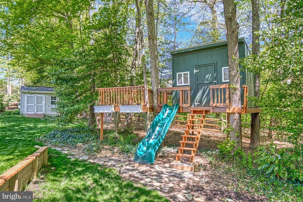Tree house - 2645 BLACK FIR CT, RESTON