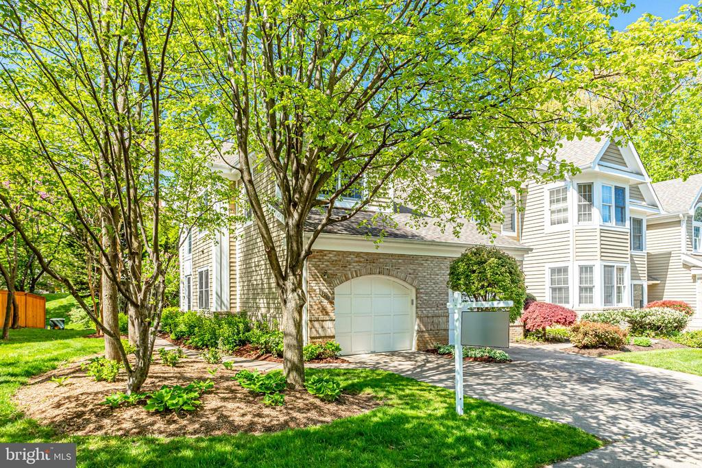 Located in desirable Heather Knoll in North Reston - 1206 WOODBROOK CT, RESTON
