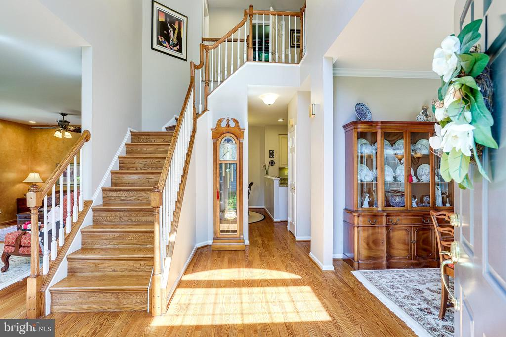 2 story foyer, open and bright. - 1206 WOODBROOK CT, RESTON