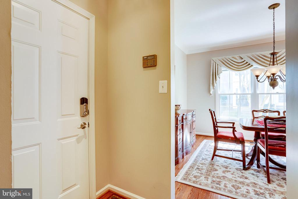 Pass through to the dining room - 1206 WOODBROOK CT, RESTON