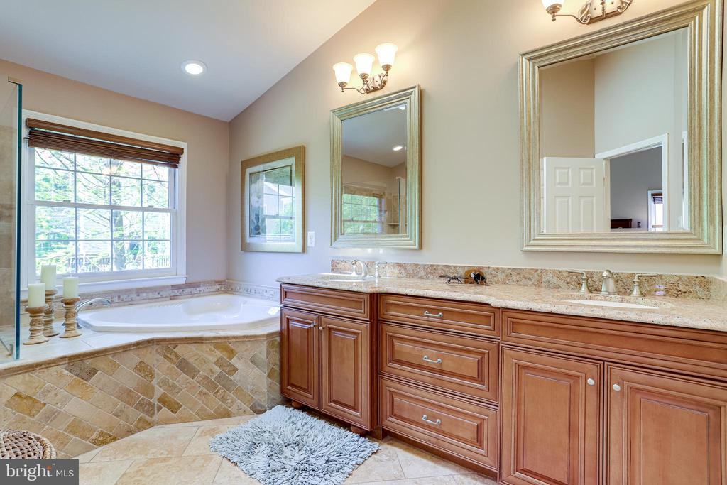 Upgraded primary bathroom with granite - 1206 WOODBROOK CT, RESTON