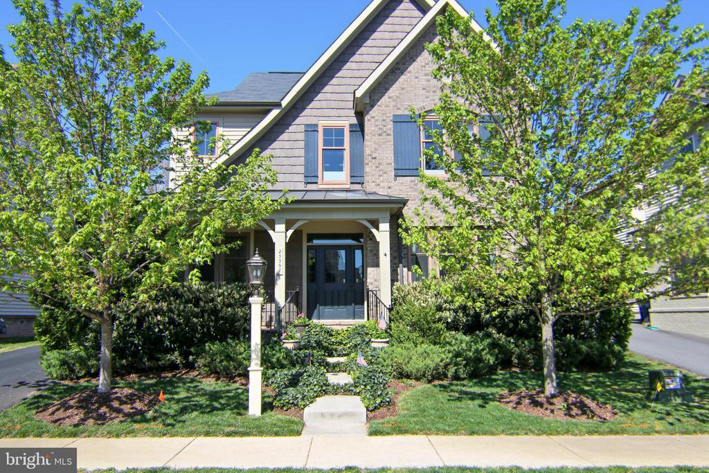 Miller & Smith Home -sought after Rosemoor model - 23397 MORNING WALK DR, BRAMBLETON