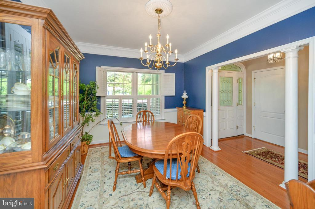 Columns and moldings add to the dining room - 609 STRATFORD CIR, LOCUST GROVE