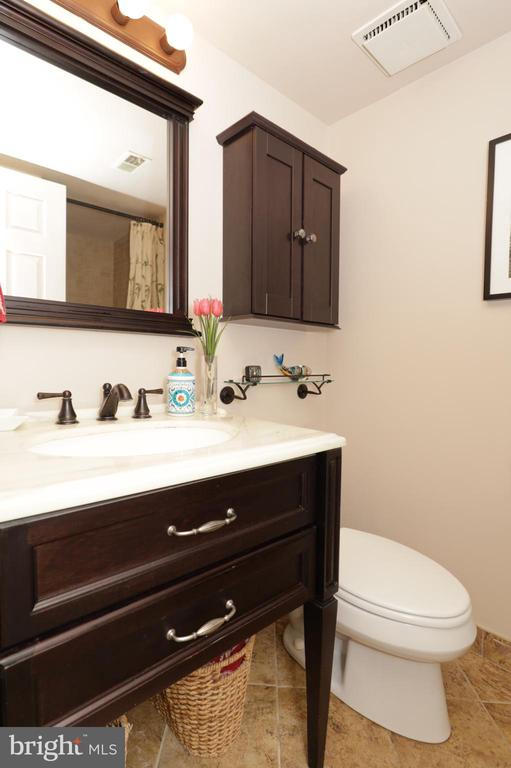 LL Full Bath with Shower - 2917 S WOODSTOCK ST #A, ARLINGTON