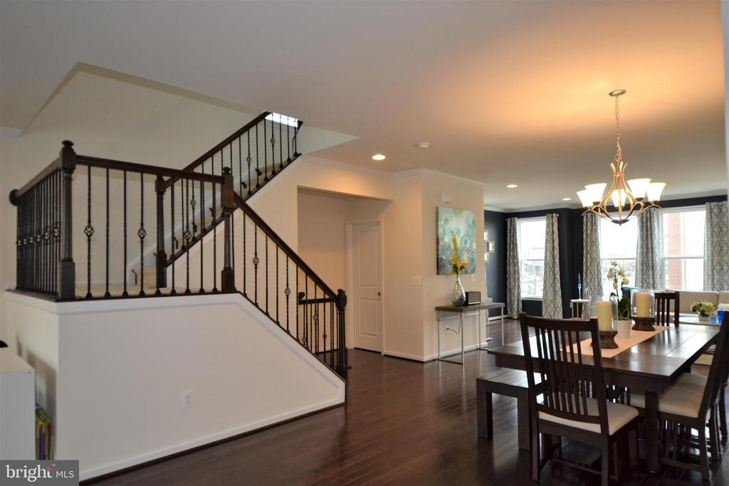 Dramatic Staircase - 42286 KNOTTY OAK TER, BRAMBLETON