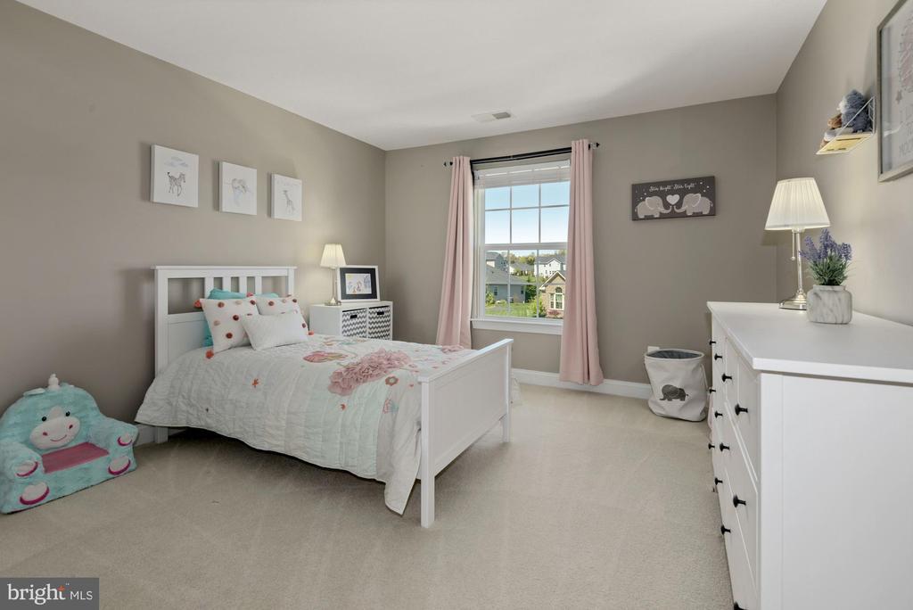 upper level bedroom - 24177 STATESBORO PL, ASHBURN