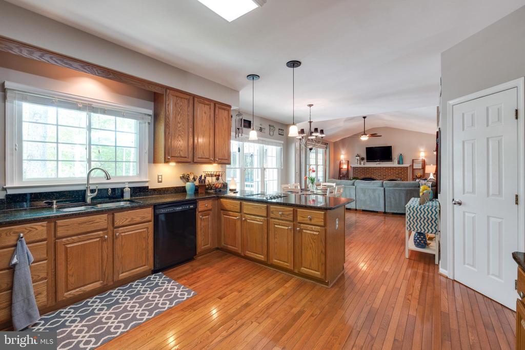 Kitchen - 15971 KENSINGTON PL, DUMFRIES
