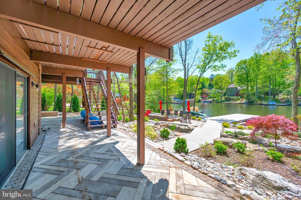 Relax on patio - 300 MT PLEASANT DR, LOCUST GROVE