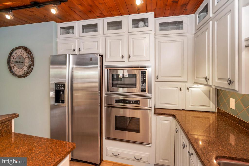Stainless steel upgraded appliances - 300 MT PLEASANT DR, LOCUST GROVE