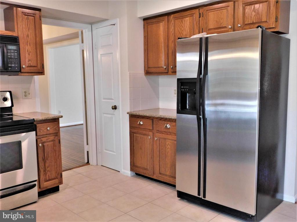 Newer SS refrigerator w/water and icemaker - 12520 BROWNS FERRY RD, HERNDON