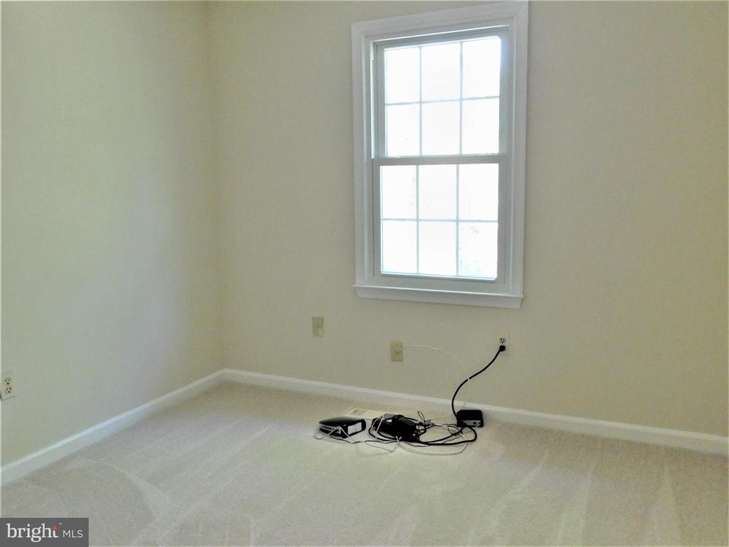 BR 4: Newer upgraded carpet/window & corner closet - 12520 BROWNS FERRY RD, HERNDON
