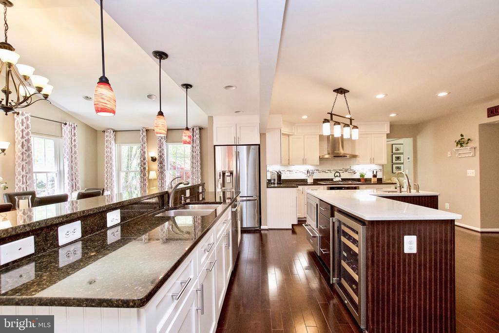 Granite & Quartz Countertops! - 20766 RIVERBIRCH PL, STERLING