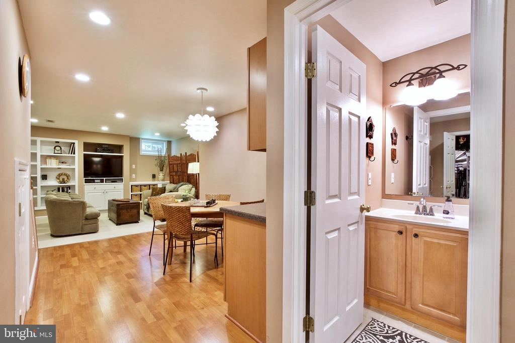 open concept - 20766 RIVERBIRCH PL, STERLING