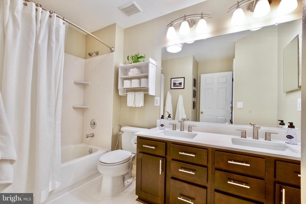Full  Bathroom! - 20766 RIVERBIRCH PL, STERLING