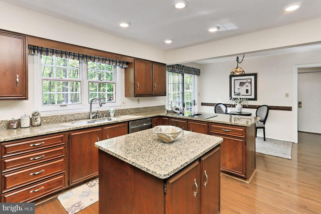 Island, Breakfast Bar and Eat-In Kitchen space - 10700 HAMPTON RD, FAIRFAX STATION