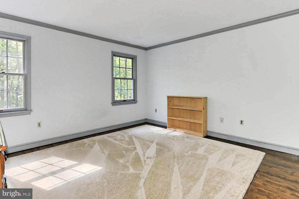 3rd Bedroom with Built-in Workstation - 10700 HAMPTON RD, FAIRFAX STATION