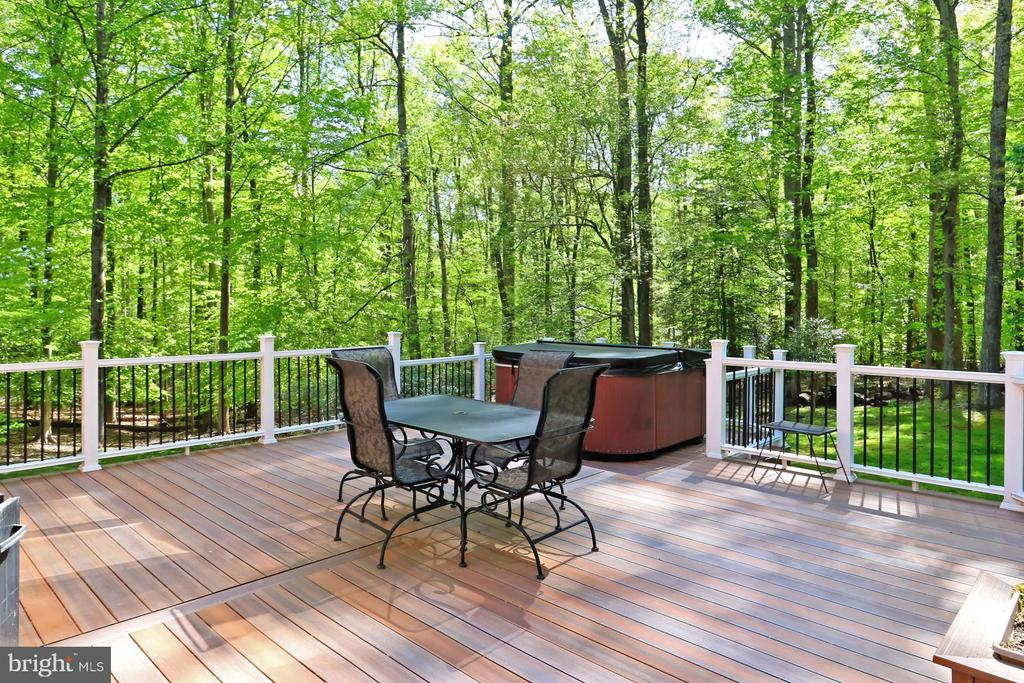 Oversized Deck with Hot Tub - 10700 HAMPTON RD, FAIRFAX STATION