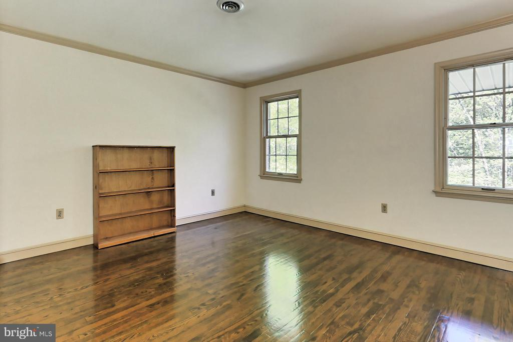 4th Bedroom with Built-in Workstation - 10700 HAMPTON RD, FAIRFAX STATION