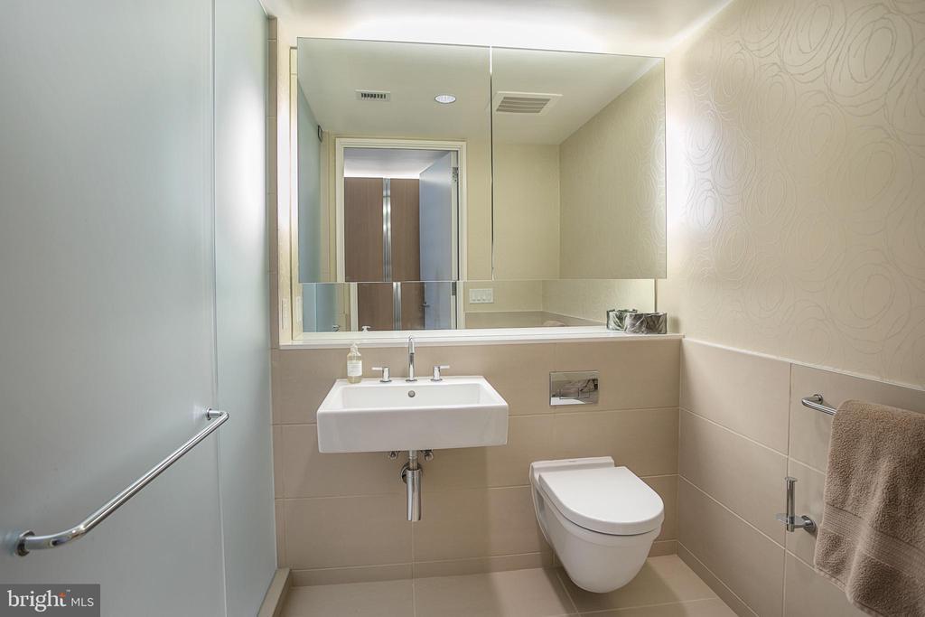 Owners Bathroom - 925 H ST NW #516, WASHINGTON