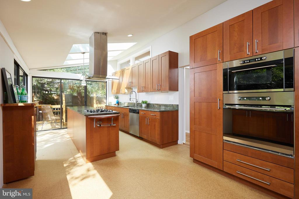 Kitchen design by award-winning KUBE architecture - 11530 HIGHVIEW AVE, SILVER SPRING