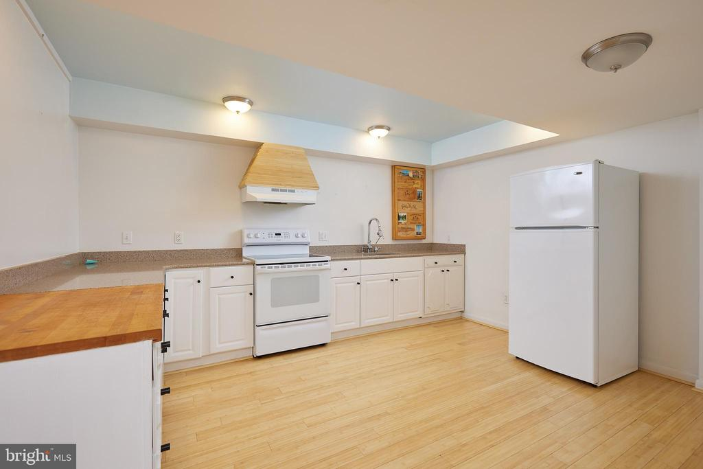 Lowerleve Kitchen and dinette area - 11530 HIGHVIEW AVE, SILVER SPRING