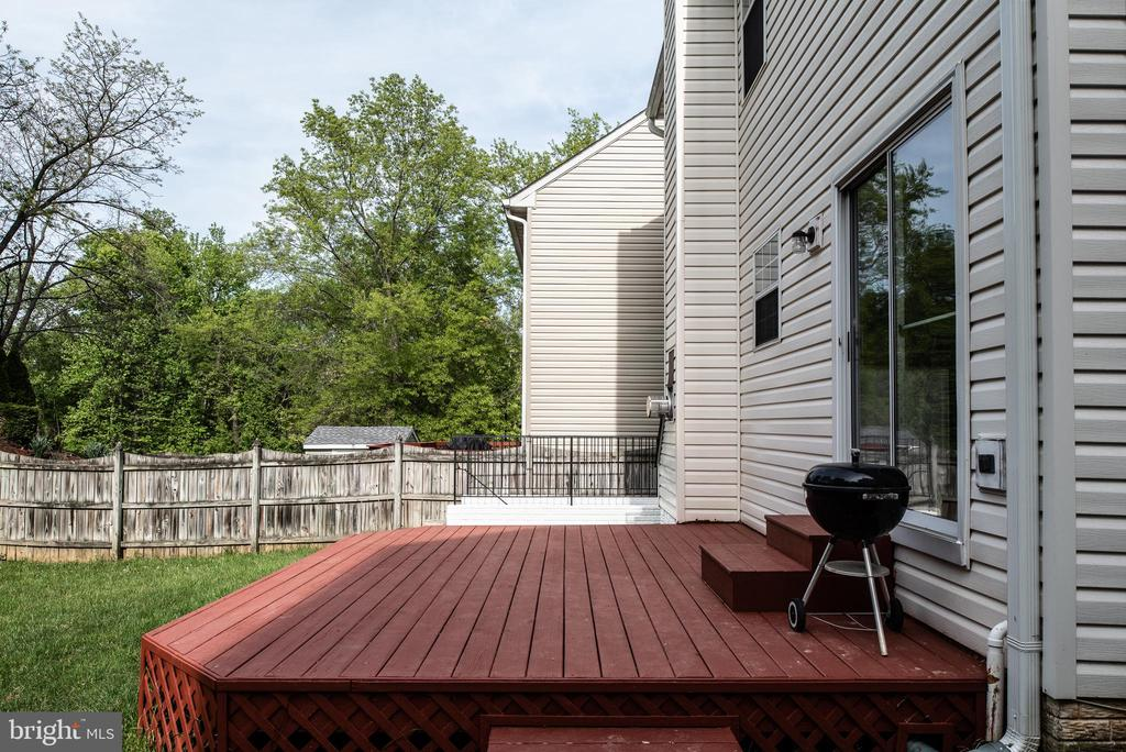 Deck off back of home! - 4 CATHERINE LN, STAFFORD