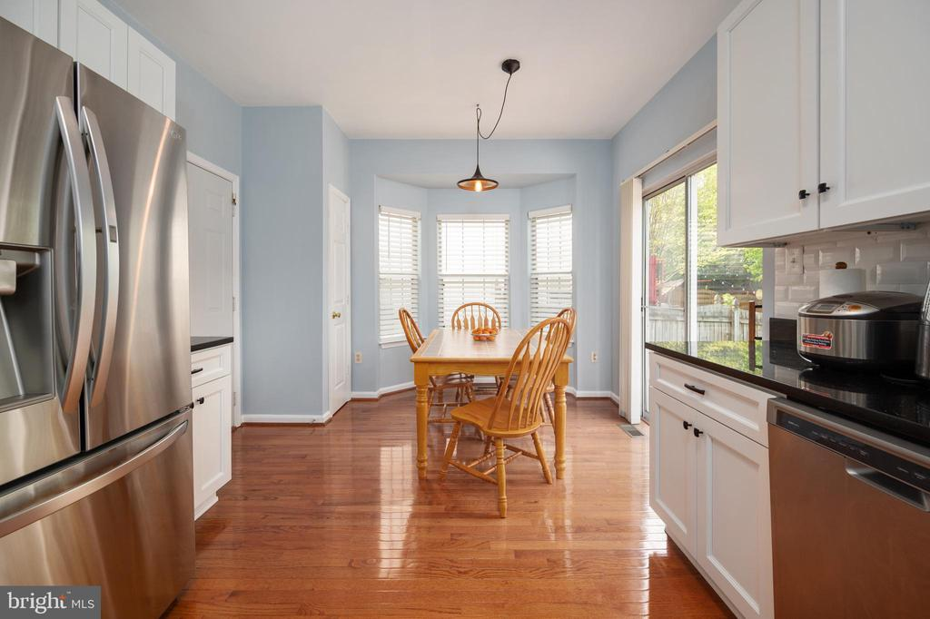 Kitchn eat in area with bay window. - 4 CATHERINE LN, STAFFORD