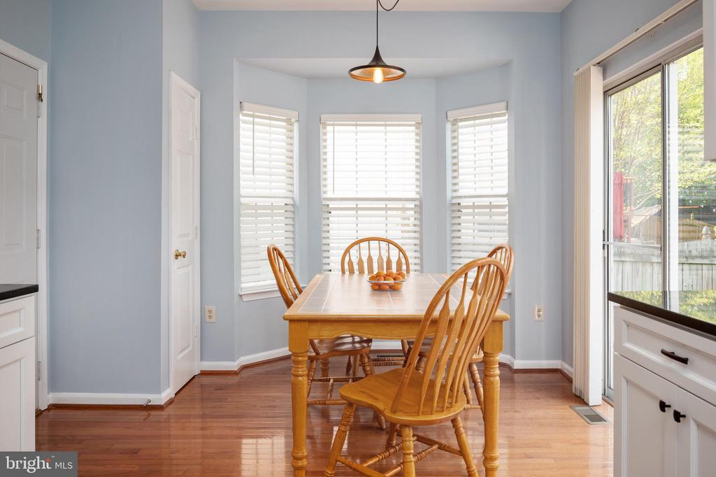 Custom blinds, pantry in kitchen. - 4 CATHERINE LN, STAFFORD