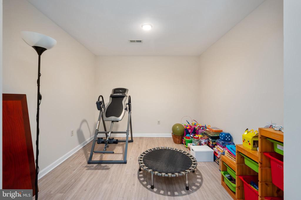 Additional bonus room in lower level. - 4 CATHERINE LN, STAFFORD