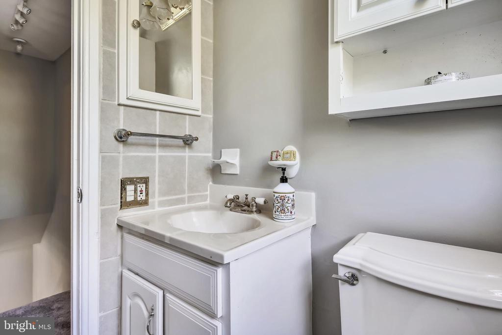 W/ White vanity & storage cabinet - 4839 27TH RD S, ARLINGTON