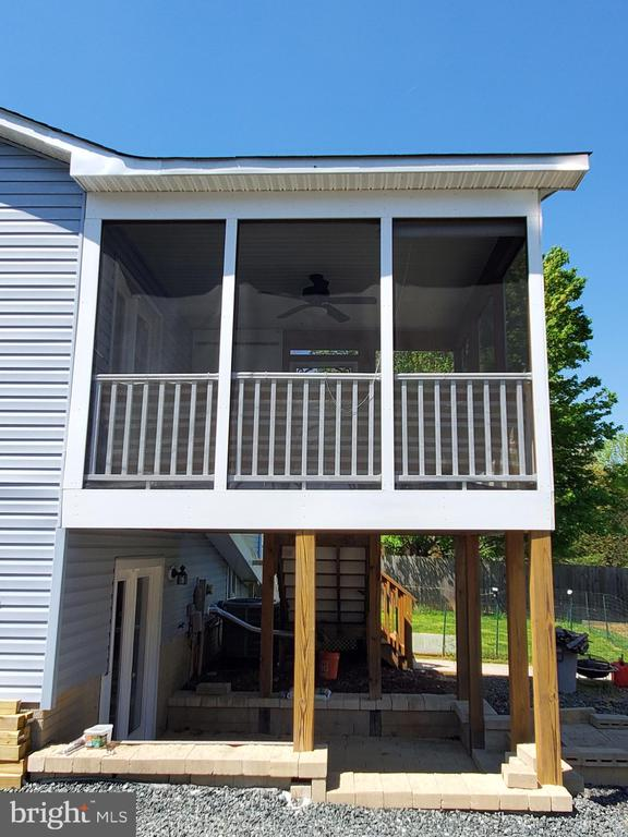 Side view of screened porch - 4 BERTRAM BLVD, STAFFORD