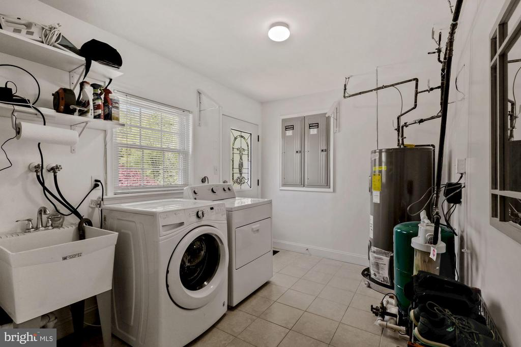 Laundry Room on Main Level - 7608 MANOR HOUSE DR, FAIRFAX STATION