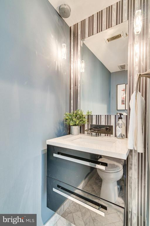 Main Level Powder Bath - 132 N UNION ST, ALEXANDRIA