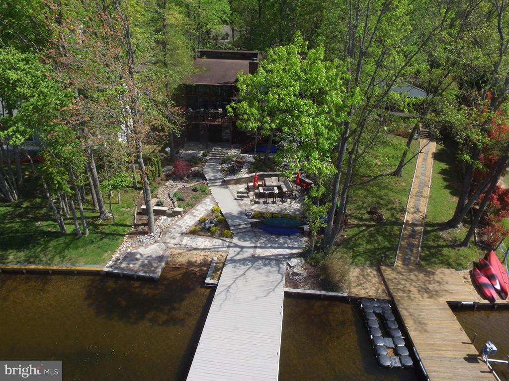 Birds eye view of this amazing waterfront home - 300 MT PLEASANT DR, LOCUST GROVE