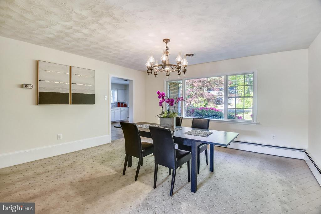 Dining room off kitchen - 3033 KNOLL DR, FALLS CHURCH